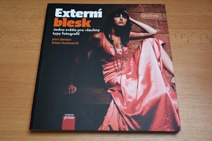 """Kniha """"Externí blesk"""""""